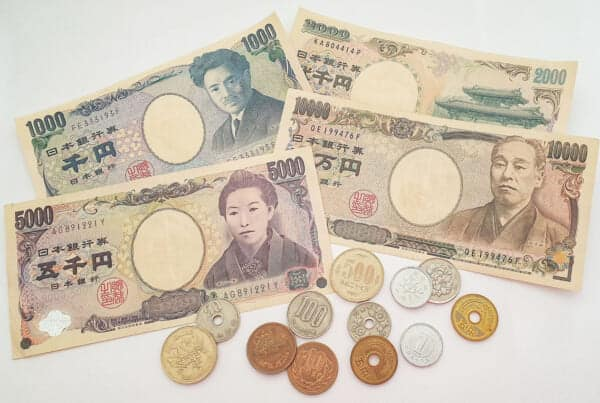 Bills and coins of the Japanese Yen