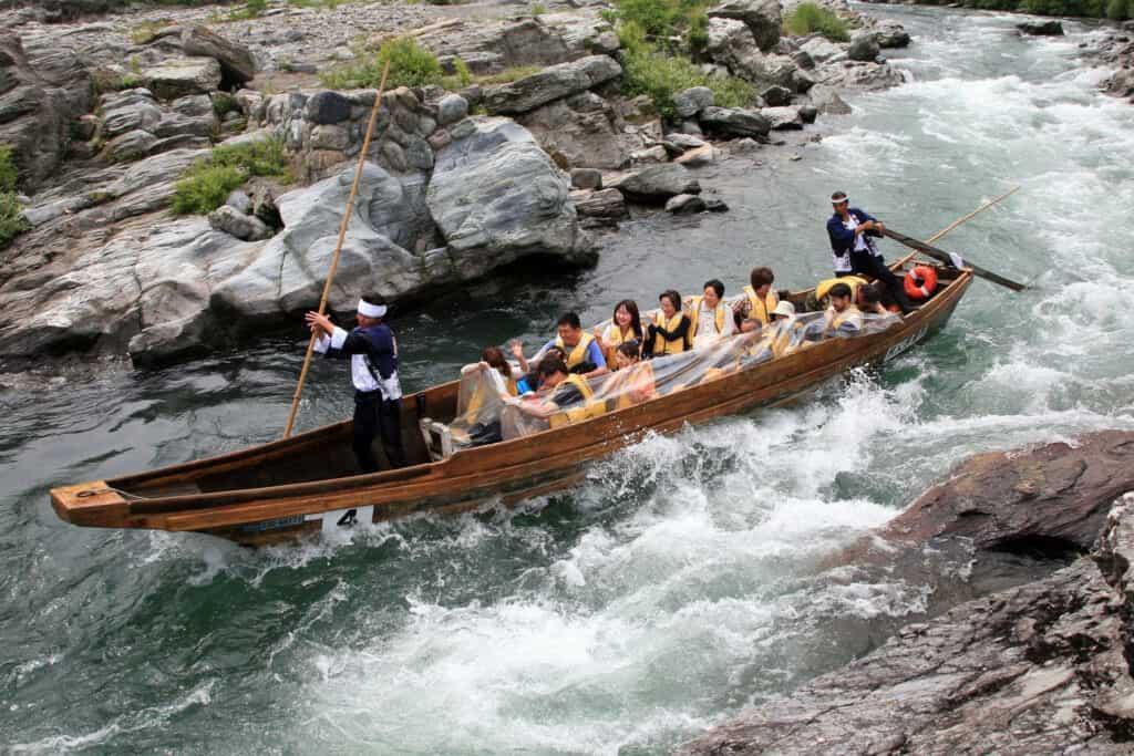 Boat descending the Nagatoro river in Saitama