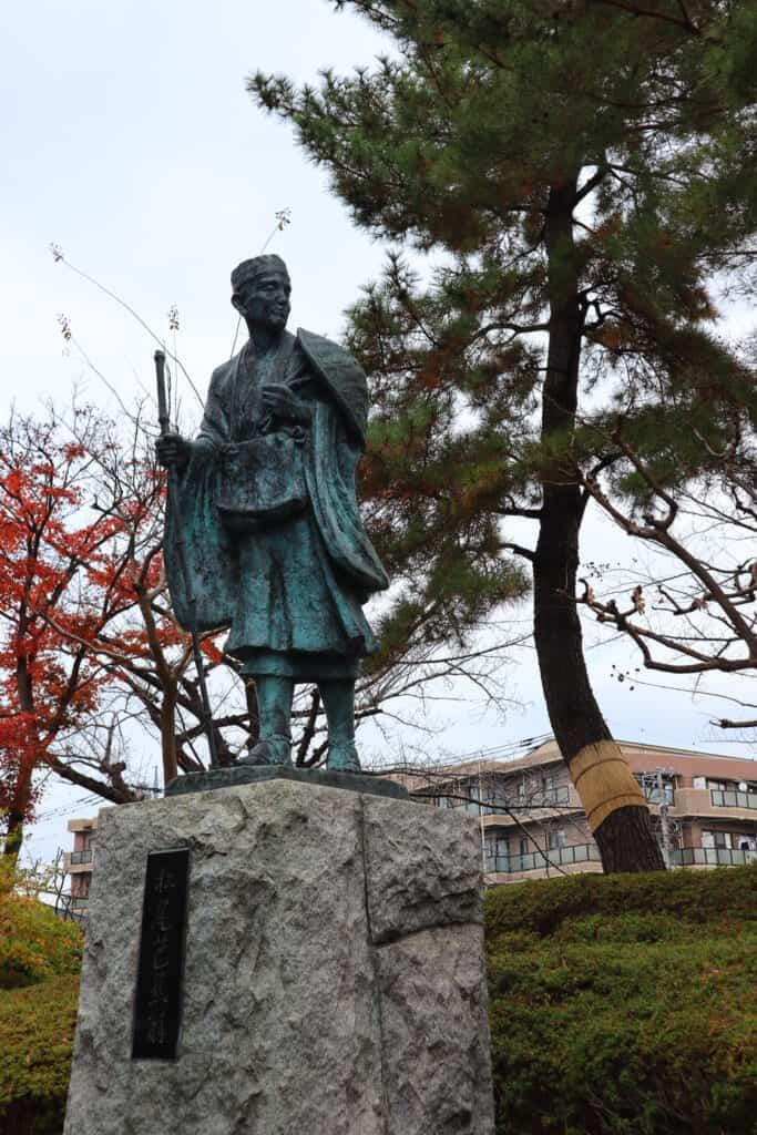 Bronze statue representing the haku poet Matsuo Basho