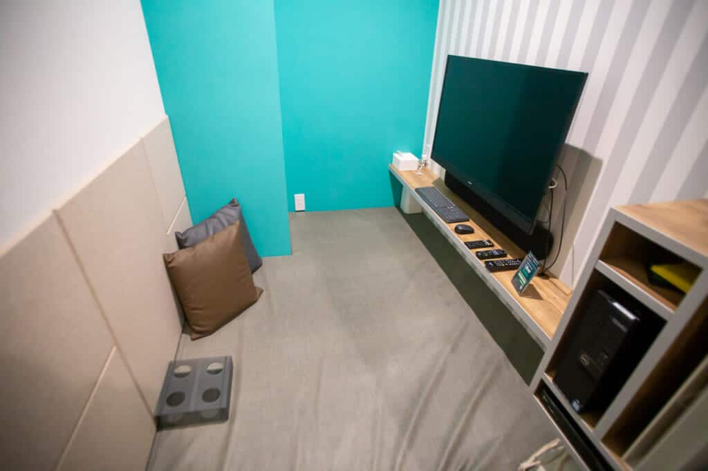 Some private rooms include a computer with a screen and a movie player.