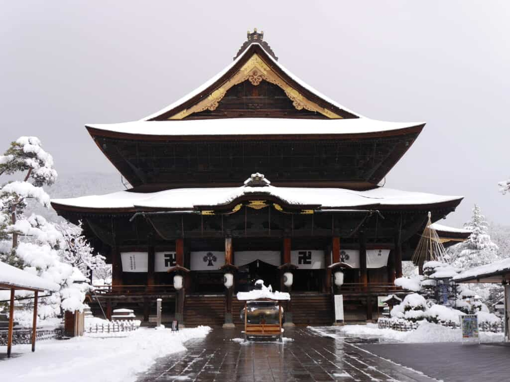 zenkoji temple in snow