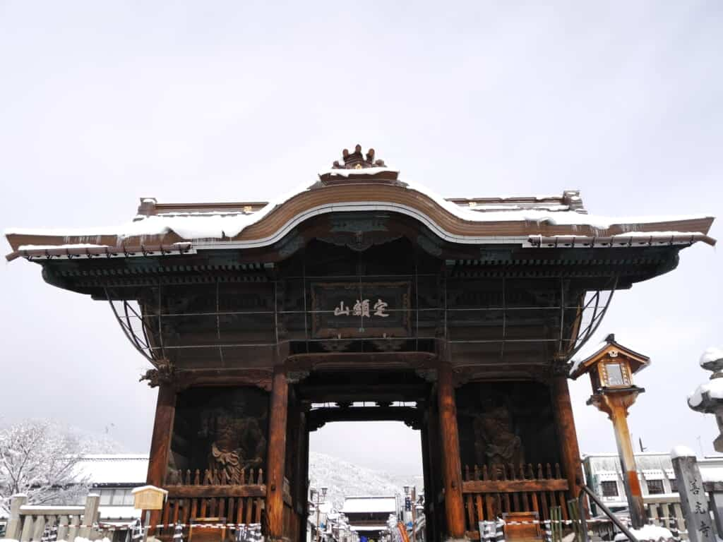 large entrance gate to zenkoji temple