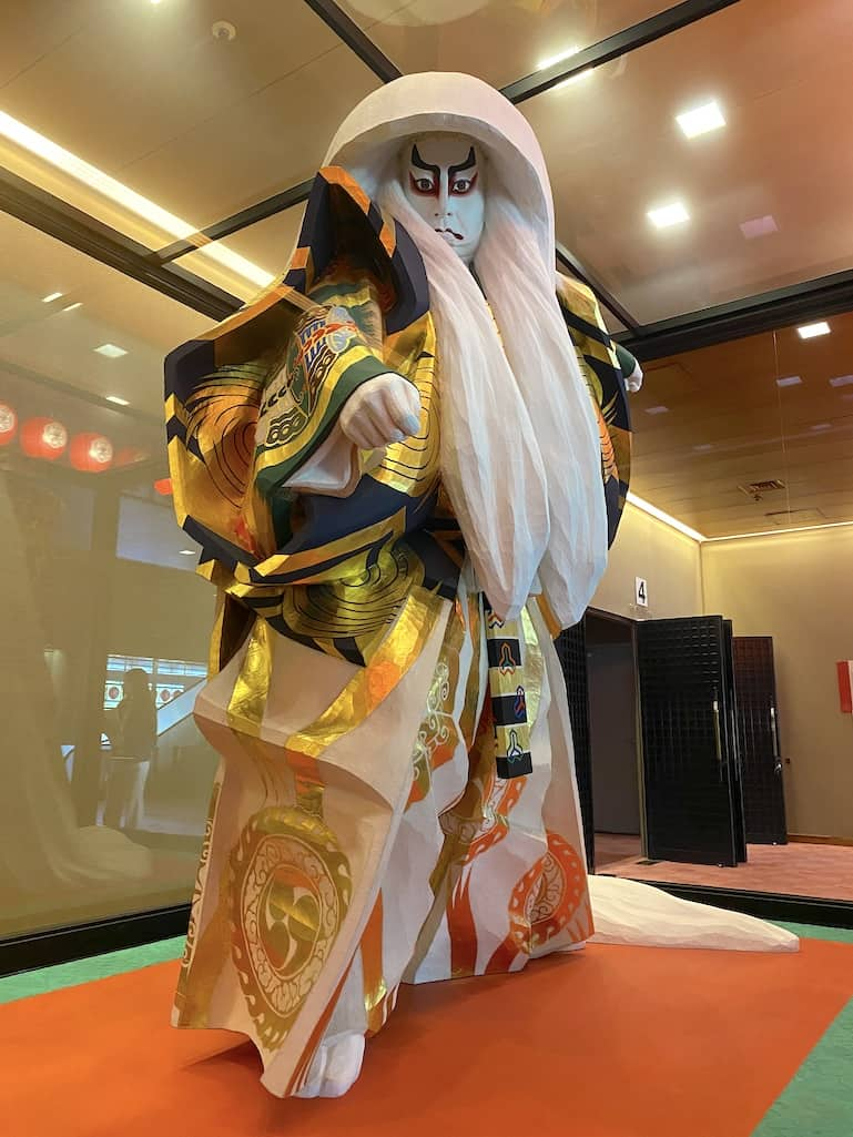 Japanese Kabuki Kagamijishi lion spirit statue