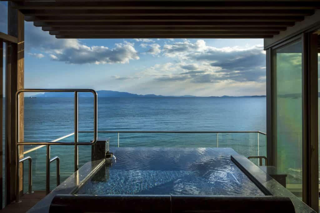 Tenku room open-air bath