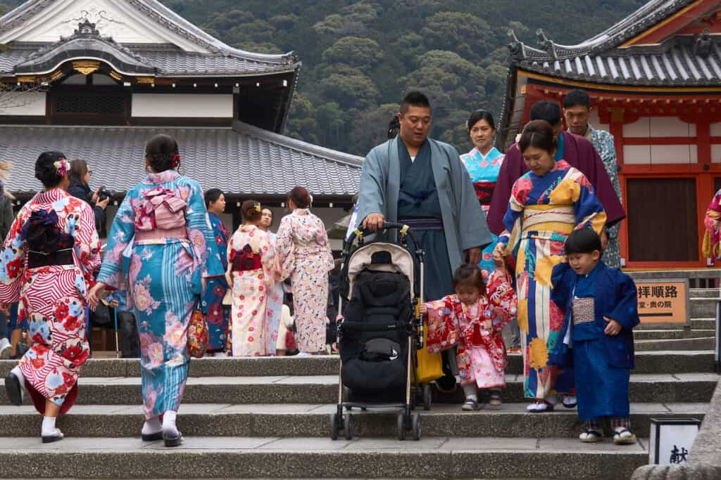 A japanese family dressed with kimonos