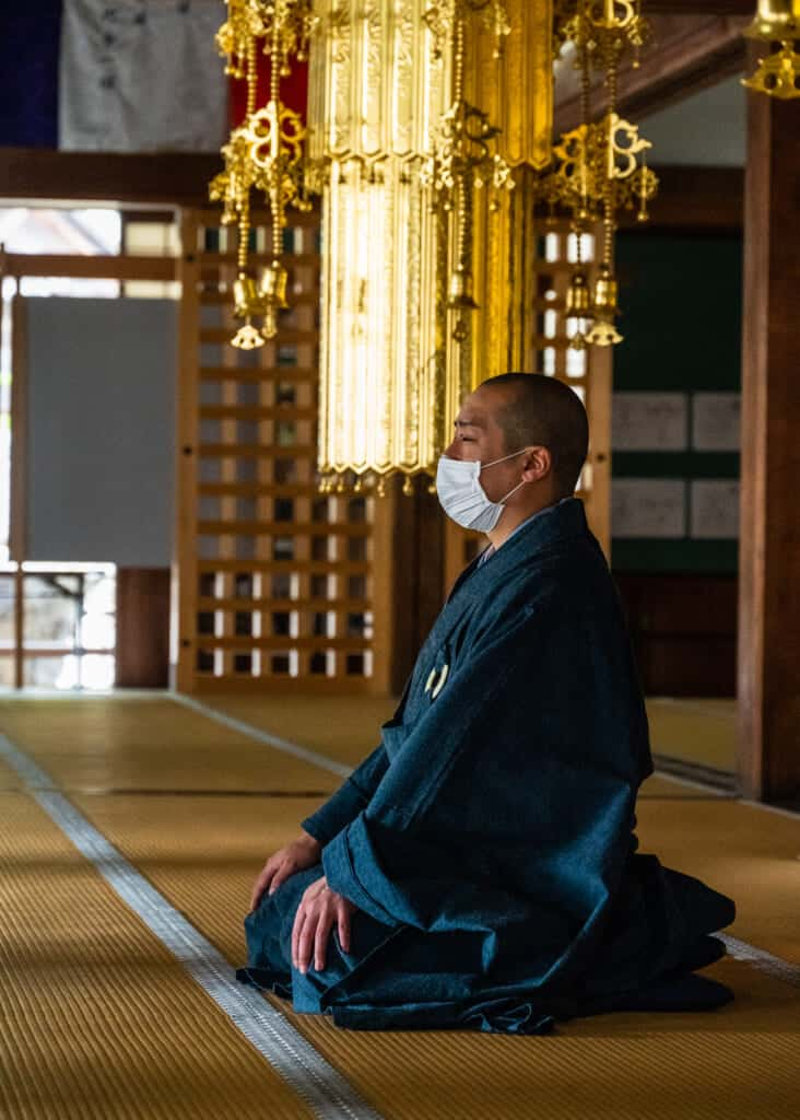 monk teaches zen meditation at hokoji temple hamamatsu