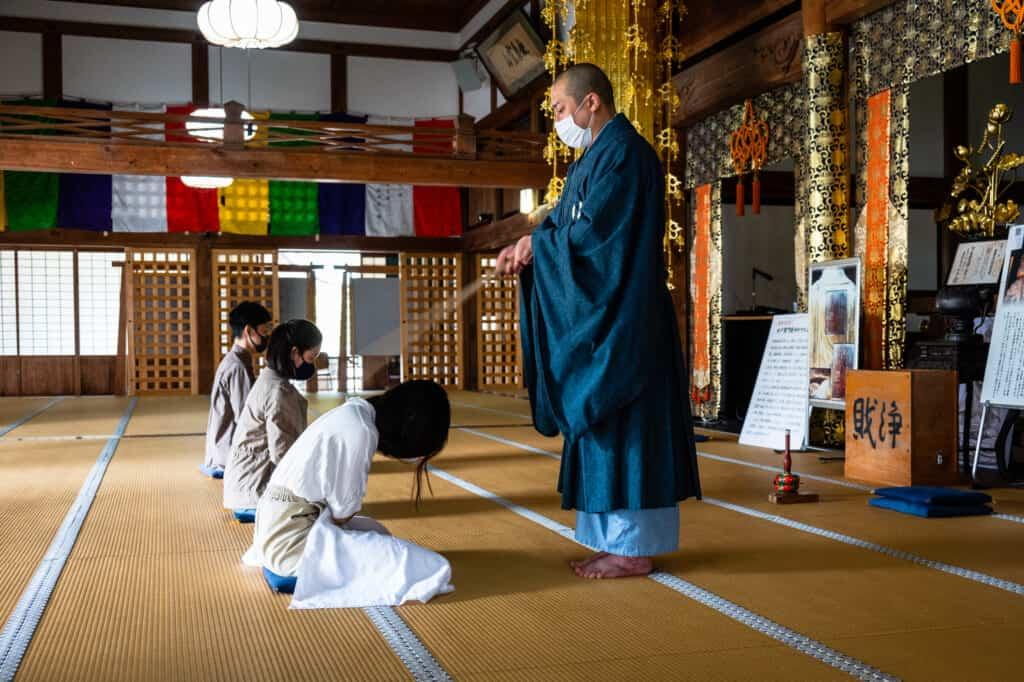 experiencing zazen zen meditation at hokoji temple hamamatsu