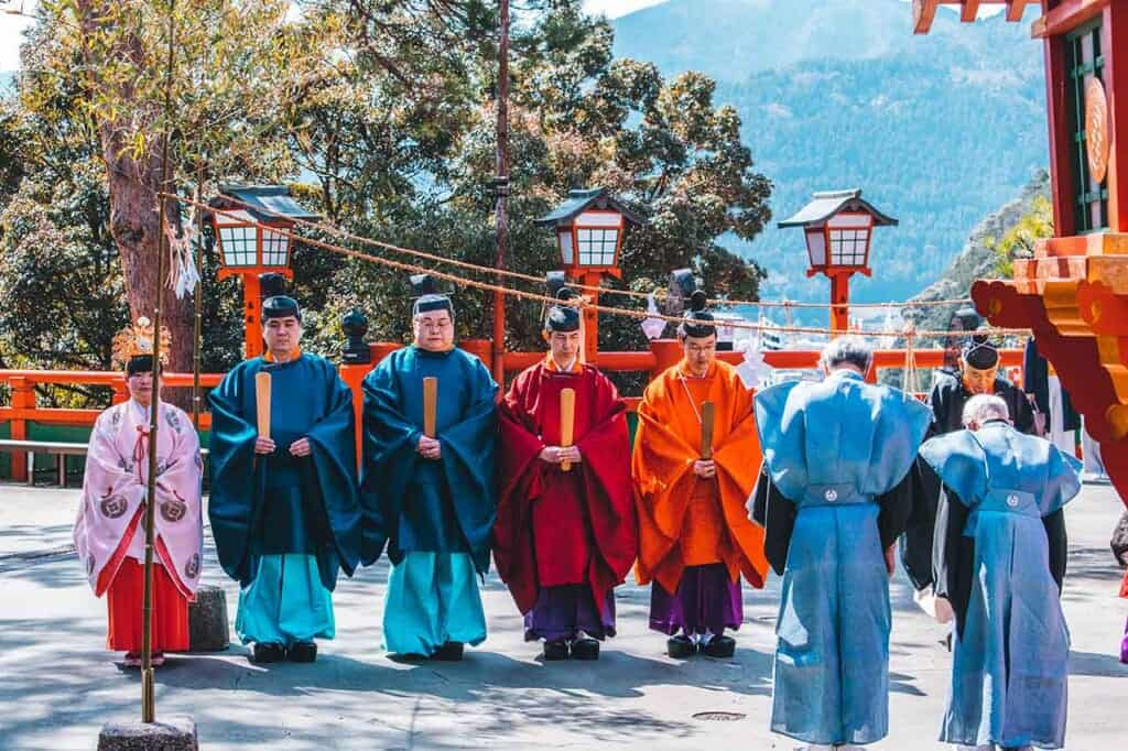 Line of Shinto monks