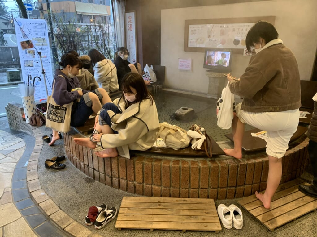 people using a JApanese foot bath in Gero Onsen