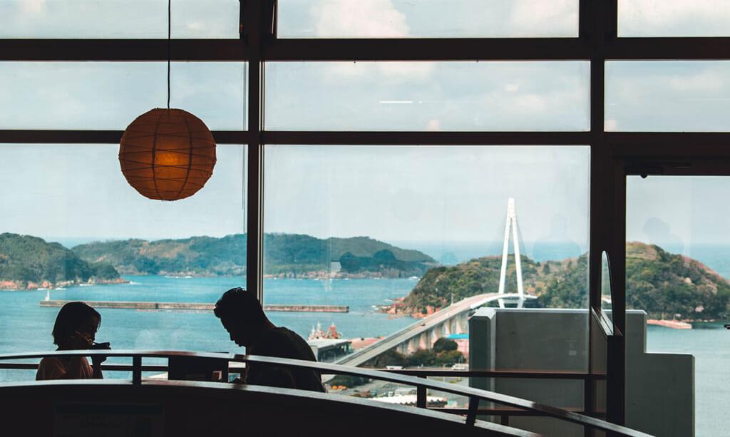 A couple dining overlooking the Sea of Japan
