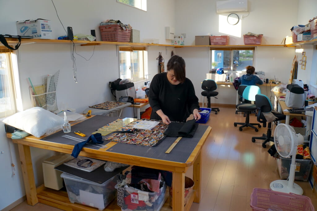 woman measuring fabric in trailer for handmade Japanese products