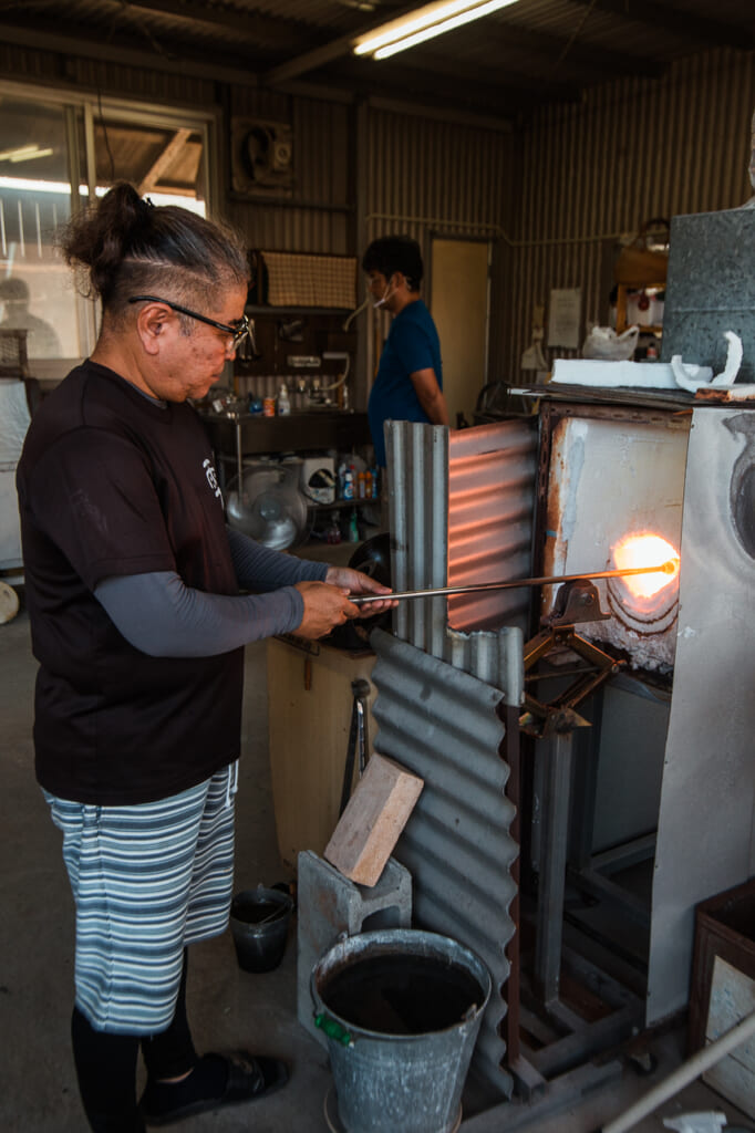 Kaneshi firing a glass in the kiln in Japan