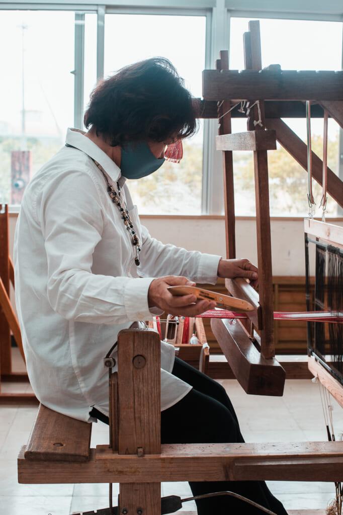 Etsuko Shimabukuro weaving a japanese textiles