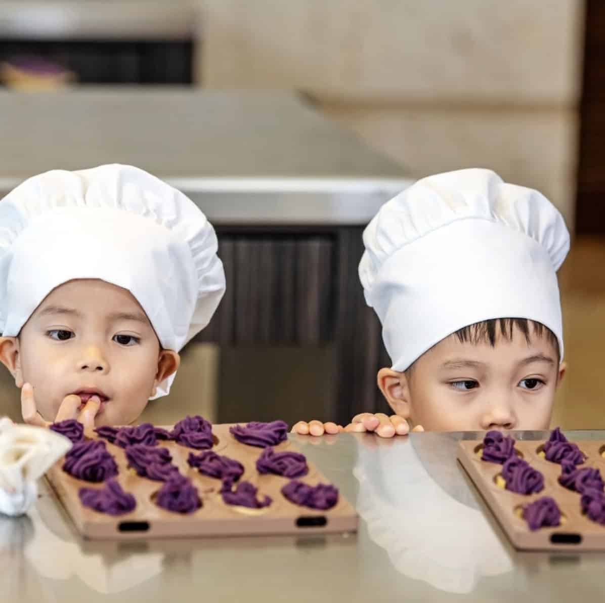 two children looking at some benimo tart, a japanese snacks