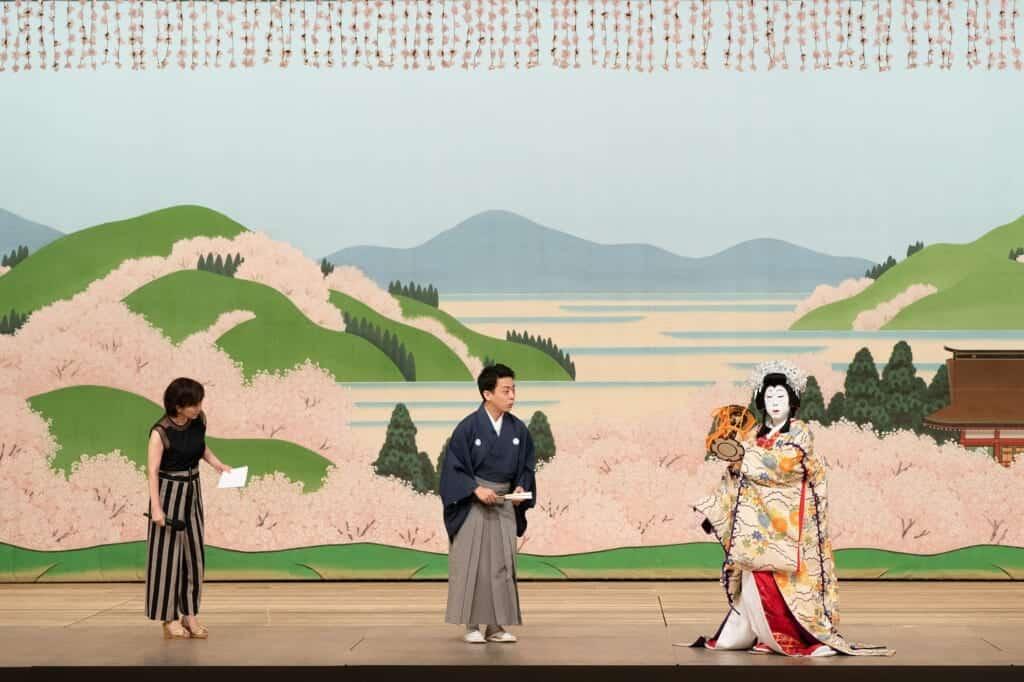 Introduction to Japanese performing art Kabuki in English