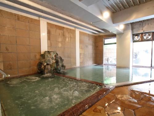 Bains dans un hôtel de source thermale de Shuzenji