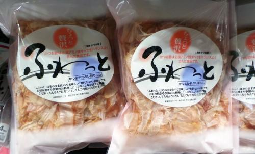 Copeaux de bonite vendus au supermarché pour un dashi maison et une soupe miso de qualité.