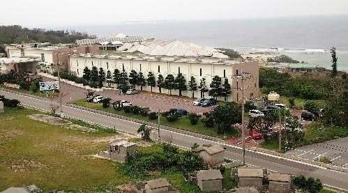 Bâtiments de l'aquarium Churaumi situé à Okinawa, sur l'île de Naha.