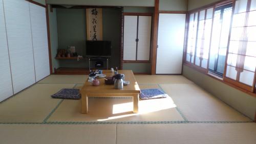 Salle de restaurant du ryokan Hakuunsou situé dans le village de Yunohira à côté de Yufuin sur l'île de Kyushu