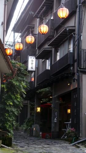 Lampions du ryokan Hakuunsou situé dans le village de Yunohira à côté de Yufuin sur l'île de Kyushu