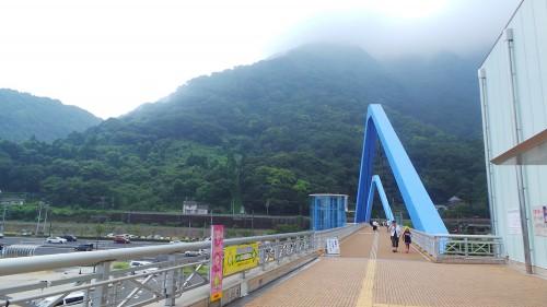 Pont pour rejoindre le parc aux singes de Takasakiyama, entre Beppu et Oita sur l'île de Kyushu