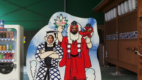 Photocall dans les vieilles arcades commerciales de Beppu sur l'île de Kyushu