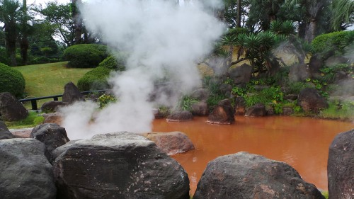 Bassin secondaire orange de l'Umi Jigoku, Beppu sur l'île de Kyushu