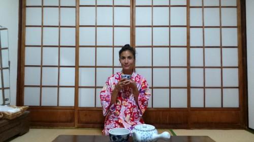 En yukata dans la chambre de mon ryokan dans le quartier de Kannawa à Beppu sur l'île de Kysuhu