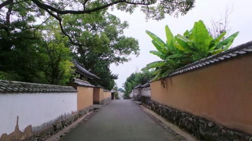Allée bordée d'anciennes résidences de samouraï ouverte au public à Kitsuki sur l'île de Kyushu