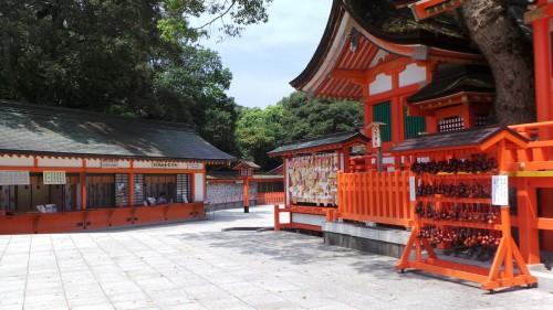Cour du temple principal du au sanctuaire Usa Jingū, situé dans la péninsule de Kunisaki, au nord de la préfecture d'Ōita sur l'île de Kyushu