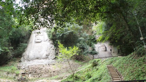 Dainichinyorai et Fudomyouo ou Kumano-magai-butsu, dans la péninsule de Kunisaki, préfecture d'Oita sur l'île de Kyushu
