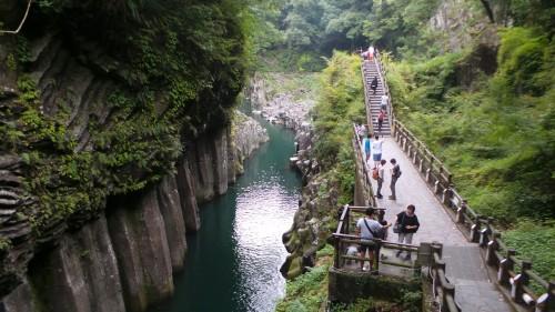 Sentier pavé le long des gorges de Takachiho