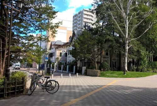 Entrée du parc Maruyama de Sapporo, Hokkaido, Japon.