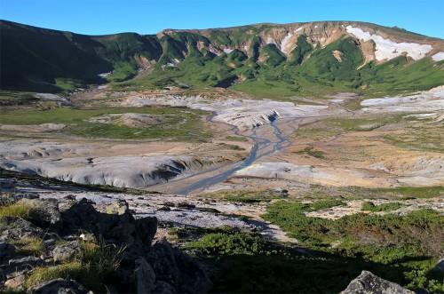 Cratère du volcan de la montagne Asahidake, parc Daizetsuzan, Hokkaido, Japon.