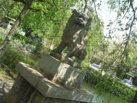 Lion, gardien de sanctuaire shinto