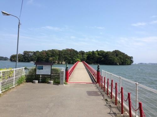 Vue du pont rouge pour l'île de Fukuurajima