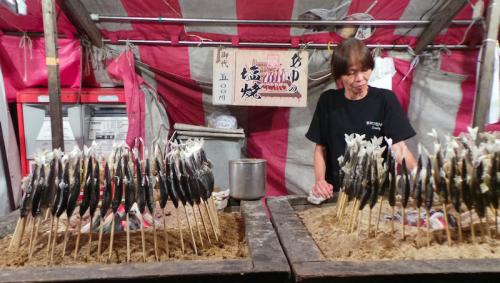 Stand yatai de nourriture sur un matsuri, Japon.