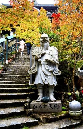 Pavillon du sanctuaire Daisho-in de l'île de Miyajima, pendant koyo, Japon.