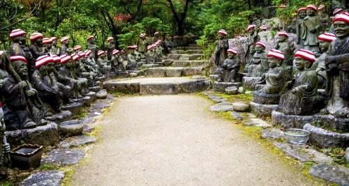 Bouddha à l'entrée de Daisho-in de l'île de Miyajima, pendant koyo, Japon.