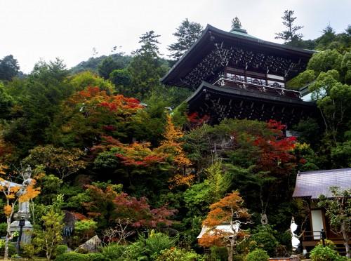 Sanctuaire Daisho-in de l'île de Miyajima, pendant koyo, Japon.