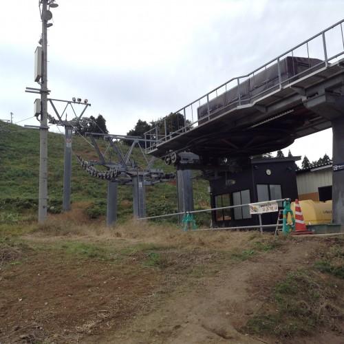 Station de ski du joli village rural de Yamakoshi, Japon.