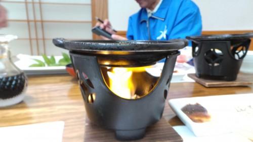 Barbecue individuel au restaurant Uomatsu à Izumi, Japon.