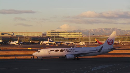 Vue sur le mont Fuji de l'aéroport d'Haneda, Tokyo, Japon.