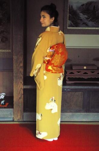 Porter un kimono dans une ancienne maison de samouraï à Izumi, Kyushu, Japon.