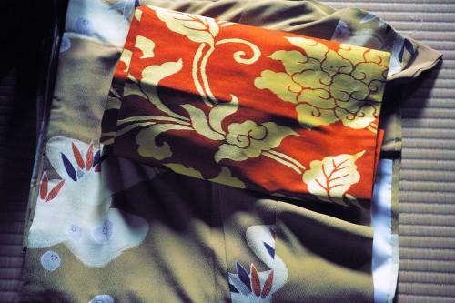 Essayer un kimono dans une ancienne maison de samouraï à Izumi, Kyushu, Japon.