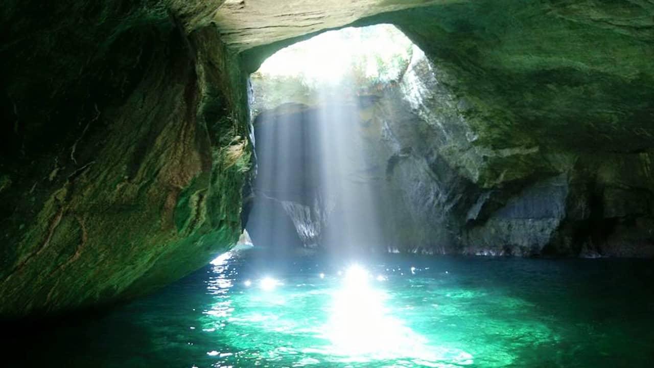 Péninsule d'Izu : la grotte bleue de Dogashima et le parc Koganezaki