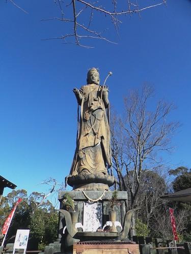 Statue Kanon protégeant le lac Hamana-ko au temple Kanzan-ji sur mont Kanzan, Shizuoka