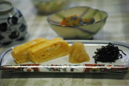 Petit-déjeuner du ryokan Fujiya, sur le bord du lac Hamana-ko, Kanzenji onsen, Shizuoka.