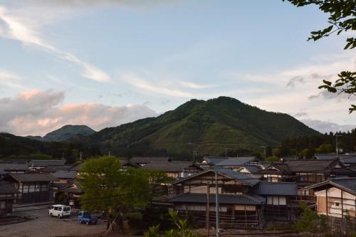 Le coucher de soleil depuis l'hébergement Zaigomon à Takane, un village tout près de Murakami