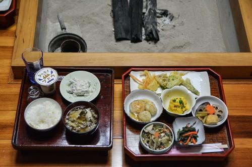 Le dîner de l'hébergement Zaigomon à Takane, un village tout près de Murakami